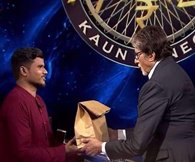 केबीसी 13 के कंटेस्टेंट आकाश वाघमारे और अमिताभ बच्चन, तस्वीर- Instagram: sonytvofficial