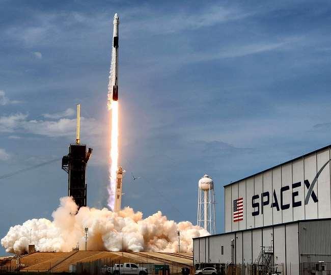 आज पहली बार अंतरिक्ष में अकेले दस्तक देंगे आम नागरिक।