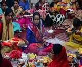 Karwa Chauth 2019: करवा चौथ के दिन इस मुहूर्त में करें आराधना और चंद्रमा को दें अर्घ्य, यह है पूजा की आसान विधि