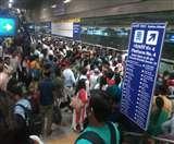 आधे घंटे तक प्रभावित रही दिल्ली मेट्रो की सेवा, यात्रियों को हुई परेशानी