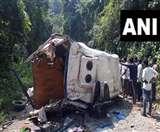 Andhra Pradesh Road Accident: पर्यटक बस पलटी, आठ लोगों की मौत