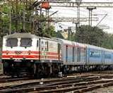 उन्नाव में छेड़छाड़ का विरोध करने वाली युवती को चलती ट्रेन से फेंका