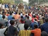 गाजीपुर में हत्या के बाद ग्रामीणों ने किया मार्ग जाम, प्रशासनिक अधिकारी को बुलाने पर अडे़