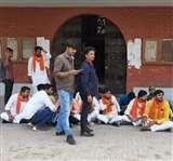 यूपी कालेज में 11 सूत्री मांगों को लेकर छात्रों ने दिया धरना, कहा - 'नहीं हो पा रहा कालेज में ढंग से पठन-पाठन'