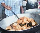 समोसे व जलेबी के शौकीन हैं तो यहां चले आएं, 80 ग्राम के समोसे में मिलेगा 70 ग्राम पनीर Ludhiana News