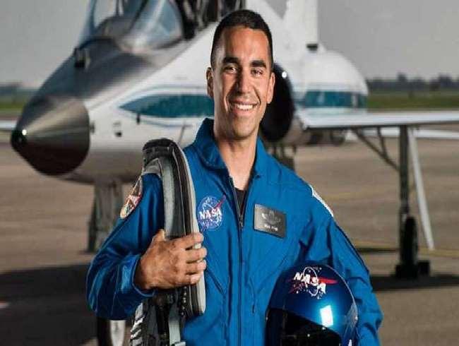 तीन अंतरिक्ष यात्रियों में शामिल किए गए राजा चारी अमेरिकी वायु सेना में कर्नल