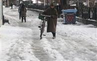 कश्मीर में फिर बर्फबारी, नेशनल हाईवे बंद
