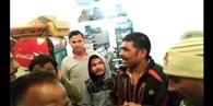 जूस की दुकान से चोरी करते चोर पकड़ा, धुनाई