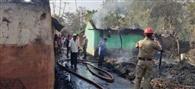 गोविंदपुर में आग से तीन घर जलकर खाक