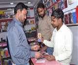 Corona Virus से मोबाइल बाजार की बैट्री डाउन, दामों में आई तेजी Agra News