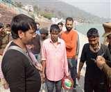 अचानक गंगा का जलस्तर बढ़ने से टापू पर फंसे तीन पर्यटक, पुलिस ने सकुशल निकाला