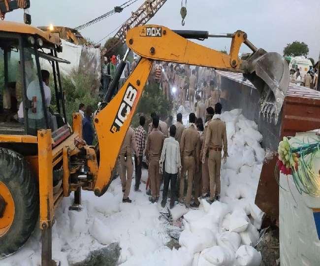 LockDown 3.0: औरैया में ट्राला में डीसीएम ने मारी टक्कर, 23 की मौत और 25 से अधिक घायल