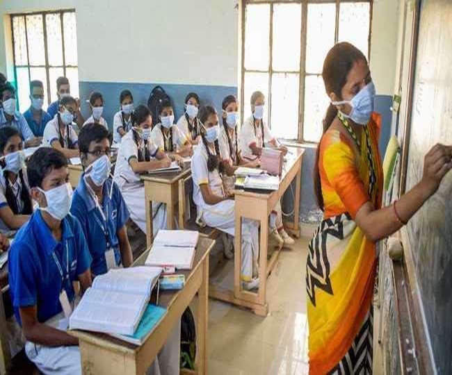 School Re-opening 2021 News: हापुड़ और गाजियाबाद में 50 छात्र-छात्राओं के साथ खुले स्कूल, पढ़िये- गाइडलाइन
