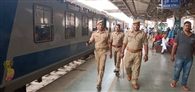 मेमू ट्रेन के अव्यवस्थित परिचालन पर यात्रियों का हंगामा