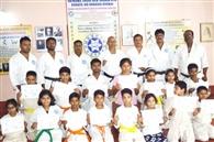 अंतरराष्ट्रीय कराटे प्रशिक्षण शिविर में प्रतिभागी सम्मानित