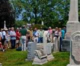VIDEO:जब ताबूत से आने लगी मुझे बाहर निकालो की आवाज, हंसने लगे Cemetery में शामिल लोग