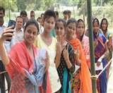 उत्तर प्रदेश के डीएम ने दिल्ली में बताया आखिर बूथों तक कैसे आए मतदाता