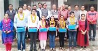 अग्रवाल सभा ने पांच मेधावी विद्यार्थियों को किया सम्मानित