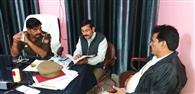 गंगापुरी में नायब तहसीलदार व कानूनगो को घेरा, हंगामा