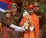 मुख्यमंत्री योगी आदित्यनाथ ने कहा, चौराहों पर शोहदों की पिटाई की हो रही सराहना