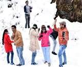 दिल्ली-लखनऊ के पर्यटकों से पटा नैनीताल, बर्फबारी का जमकर उठाया लुत्फ nainital news