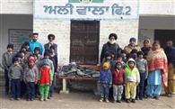 एनआरआइ ने आलीवाला स्कूल के बच्चों को बांटी वर्दियां