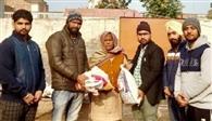 संस्था ने जरूरतमंद परिवार को राशन बांटा