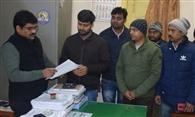 मथुरा में जेई की हत्या के विरोध में जूनियर इंजीनियरों ने सौंपा ज्ञापन