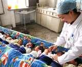 चीन में लगातार गिरती जा रही है जन्मदर, सात दशक में पिछले साल जन्मे सबसे कम बच्चे