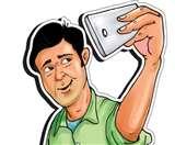 सेल्फी का क्रेज आजकल के युवाओं में है हावी Dehradun News