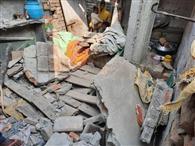 घर की छत गिरने से महिला की मौत