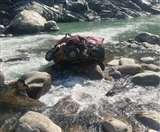 गंगोत्री हाईवे पर कार नदी में गिरी, छह लोगों की मौत; एक बच्चा लापता