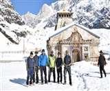 Kedarnath Yatra: नौ फीट बर्फ में 16 किमी पैदल चल केदारनाथ पहुंचे डीएम, नुकसान का लिया जायजा