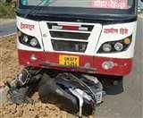 रोडवेज बस की टक्कर से स्कूटी सवार की मौत, एक घायल Dehradun News