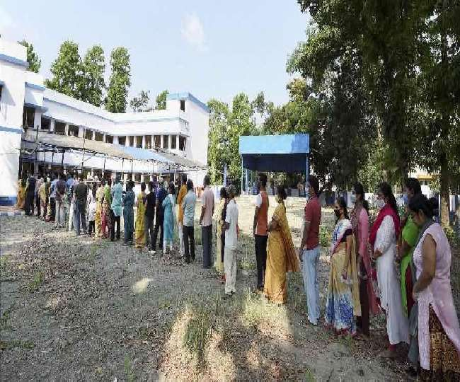 शनिवार को पश्चिम बंगाल की 45 सीटों पर हो रहे मतदान