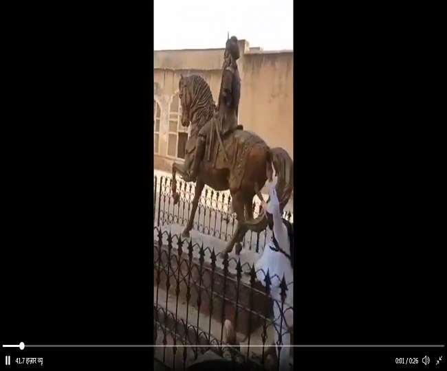 पाकिस्तान में फिर से तोड़ी गई महाराजा रणजीत सिंह की प्रतिमा, कट्टरपंथी समूह TLP से जुड़ा एक शख्स गिरफ्तार