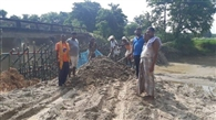 मुखिया समेत ग्रामीणों ने श्रमदान से बनाया बांध, खेती की राह आसान