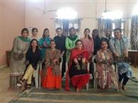 डीएवी महिला महाविद्यालय में मेहंदी प्रतियोगिता