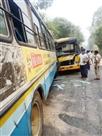 स्कूल और रोडवेज बस की भिडंत में चालकों सहित चार घायल