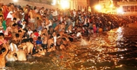 राधाकुंड के प्रदूषित जल से मिलेगा संतान का वरदान