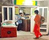 PGI में ओटी के सामने तली जा रही पूरियां और बन रहे परांठे, मरीजों पर मंडरा रहा यह खतरा Ludhiana News
