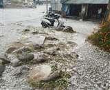 Himachal Weather: बरोट और चौहारघाटी में भारी ओलावृष्टि से फसलें तबाह, पहाड़ों पर बर्फबारी