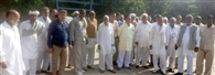 घर में फायरिग करने के आरोपियों की गिरफ्तारी के लिए डीएसपी से मिले ग्रामीण