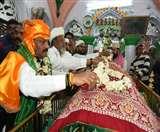 CM रघुवर दास ने दरगाह पर की चादरपोशी, झारखंड की खुशहाली की मांगी दुआ Ranchi News