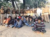 फर्जी कॉल सेंटर का भंडाफोड़, 32 गिरफ्तार
