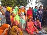 कौशांबी में अनियंत्रित डंपर ने चचेरे भाइयों समेत तीन को कुचला, सभी की मौत Prayagraj News