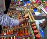 दीपावली पर सजाईं थी पटाखों की दुकानें, अब बढ़ेगी दुकानदारों की मुश्किल Agra News