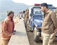पुलिस नहीं खोज पाई नाव, सपा नेता का भी नहीं सुराग
