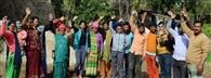 थल-लेजम सड़क की खस्ताहालत से गुस्साए ग्रामीणों ने किया प्रदर्शन