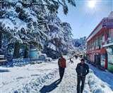 Uttarakhand Weather: मसूरी और नैनीताल की पहाड़ियों पर हुआ हिमपात, बर्फबारी से पहाड़ों में बढ़ीं दुश्वारियां